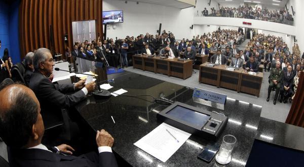 Em posse de deputados, Reinaldo Azambuja destaca renovação e fala em nova consciência política