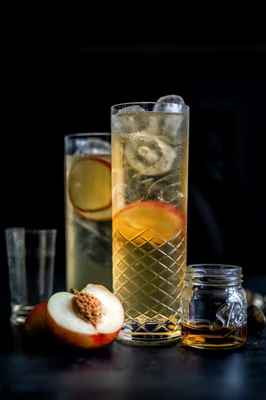 Sparkling peach whisky cocktail - Supergolden Bakes