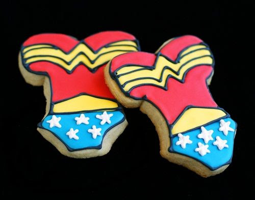 how to make Wonder Woman cookies | bakeat350.net