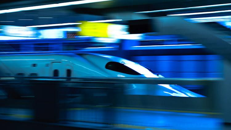 Foto de tren en azul
