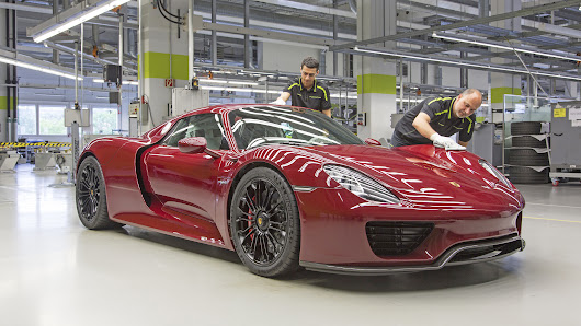 Top Gear: This video of the Porsche 918's production line is hypnotic