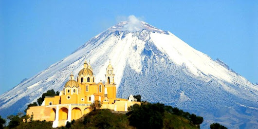 YOU NEED TO IMAGINE SOMETHING: Cholula (Mexico), watching the hill