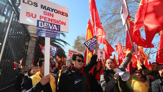 Money Laundering:Madrid's Chinese residents march against crippling bank account freeze