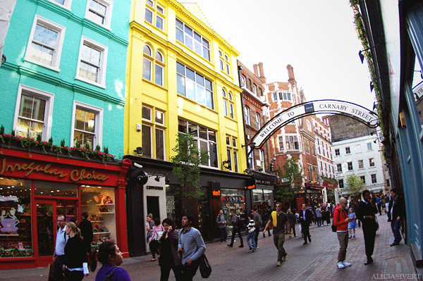 aliciasivert, alicia sivertsson, london, england, Carnaby street, town, city, house, building, byggnad, stad, hus