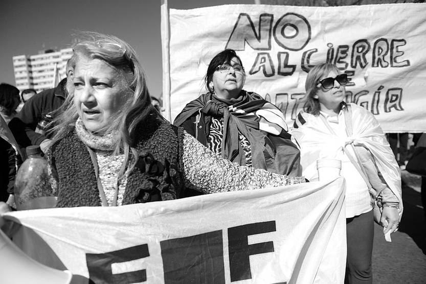 Movilización de la Federación de Funcionarios de Salud Pública, ayer, frente al edificio de la Administración de los Servicios de Salud del Estado. Foto: Santiago Mazzarovich