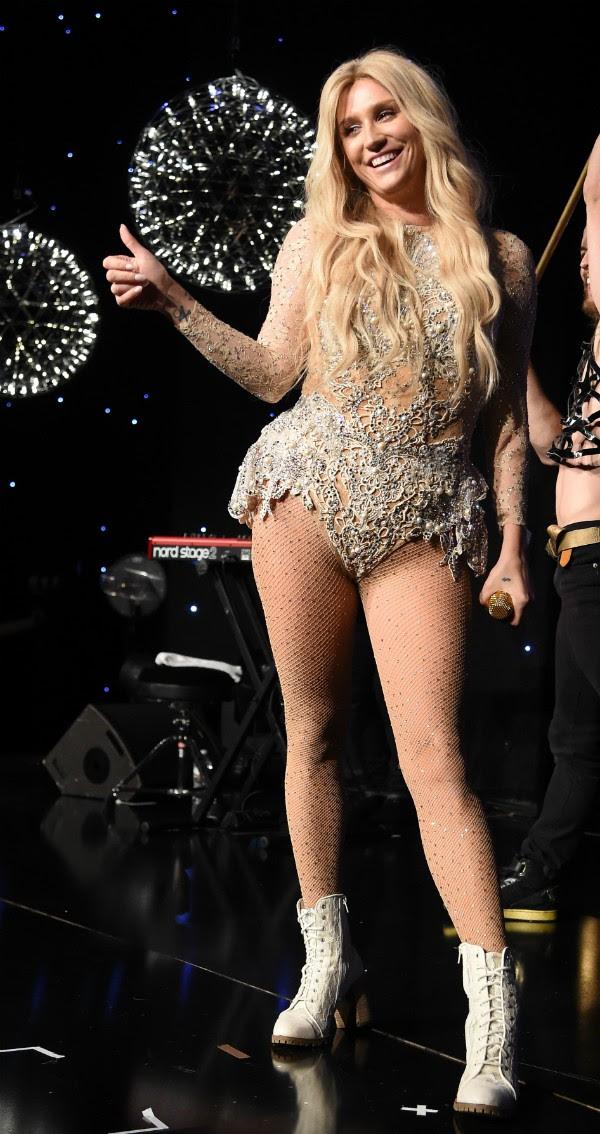 A cantora Kesha também diz amar pessoas, independente de seus gêneros (Foto: Getty Images)