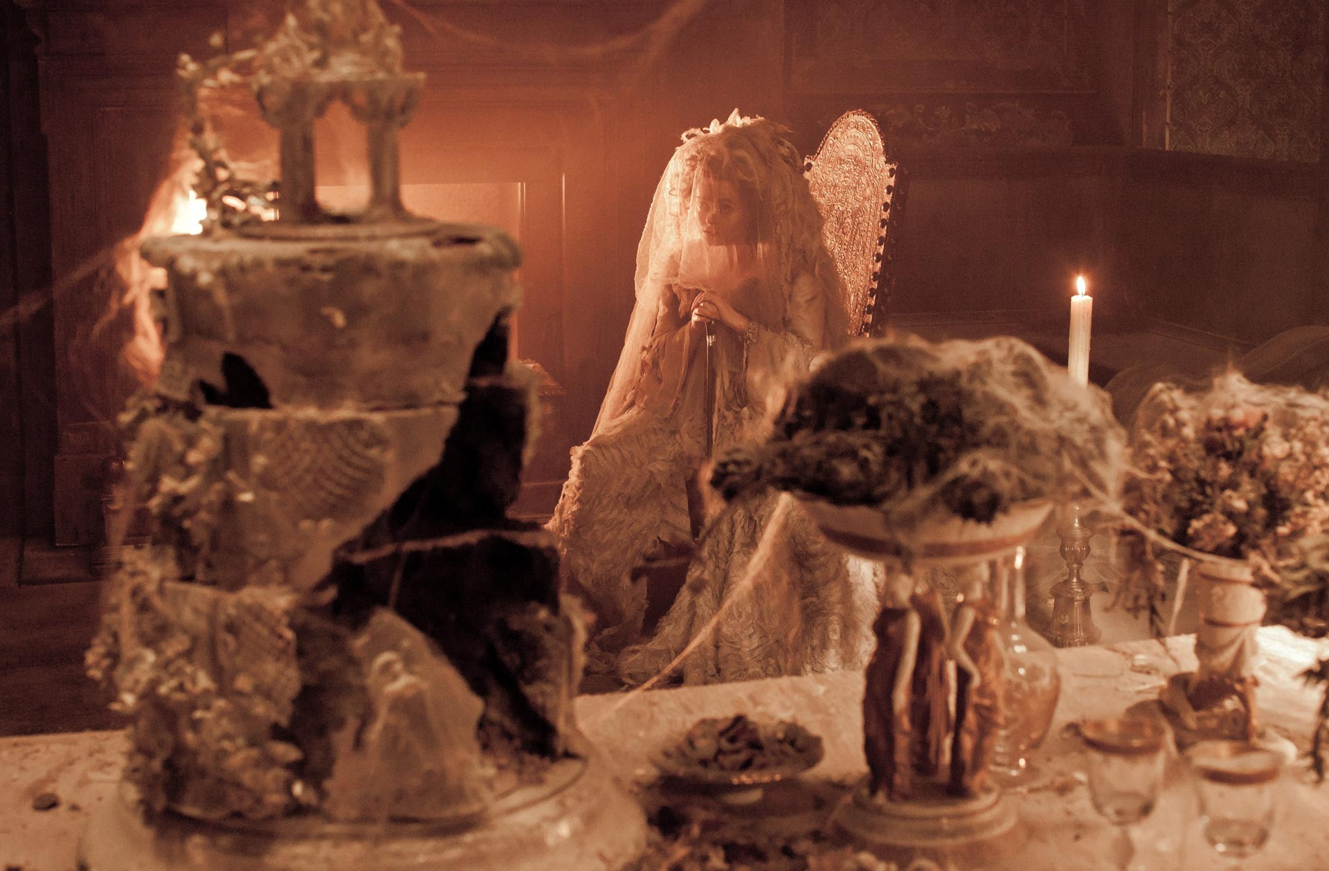 Table and wedding cake expecations omg03 Halloween Miss Havisham