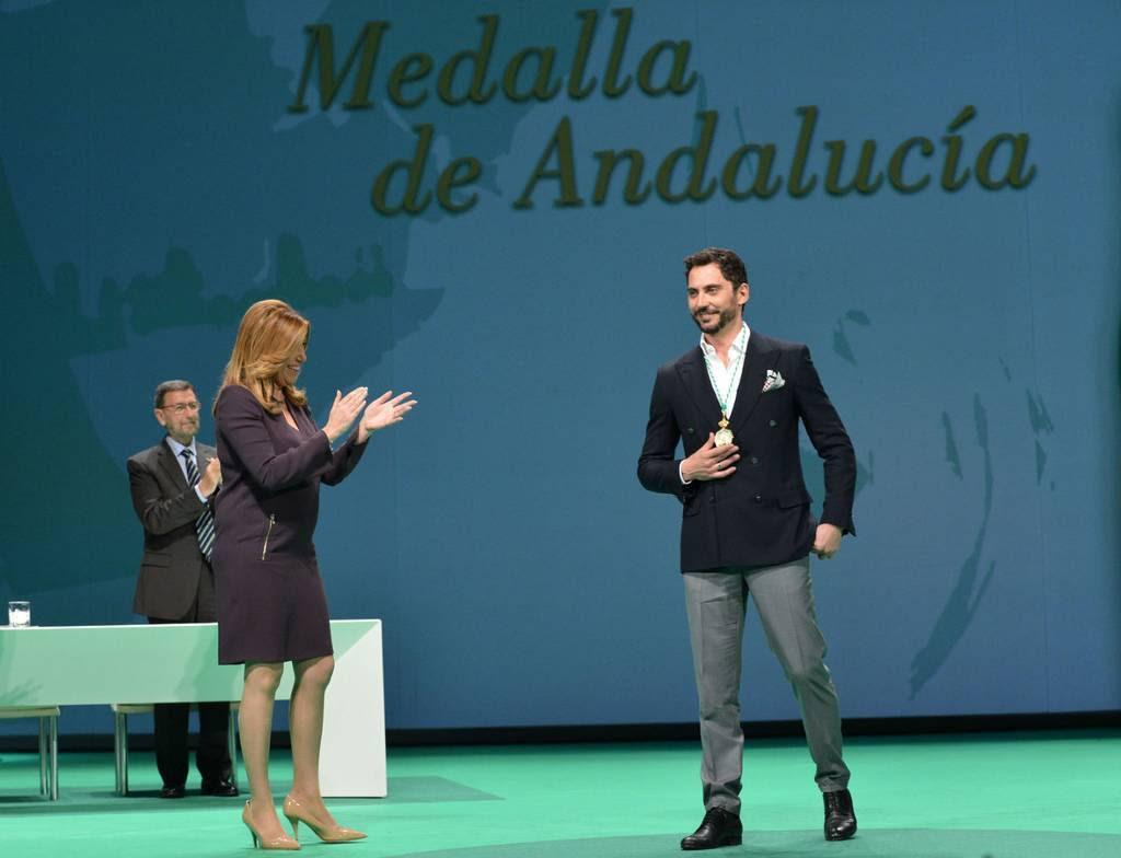 El actor Paco León recibió su medalla
