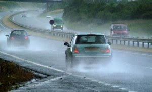 21_78_13-traffic-in-the-rain_webcropped