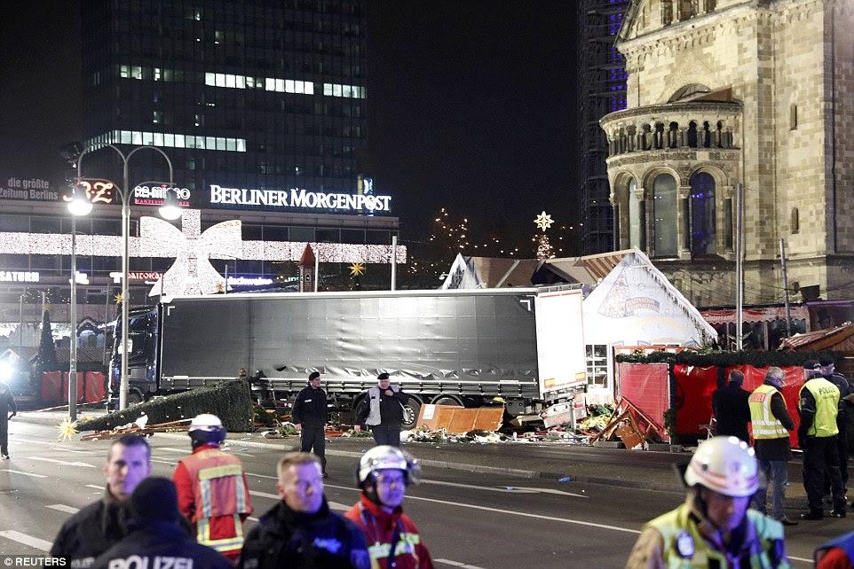 Um número de turistas britânicos estavam entre aqueles que testemunharam o acidente terrível - que aconteceu, apesar de autoridades de ser avisado de um possível ataque