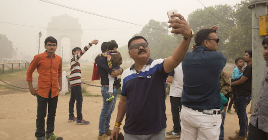 Pollution is so bad in New Delhi people are taking 'smog selfies'