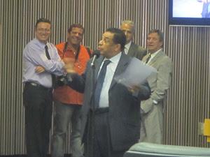Timóteo fala no plenário da Câmara de SP sobre Wando (Foto: Roney Domingos/ G1)