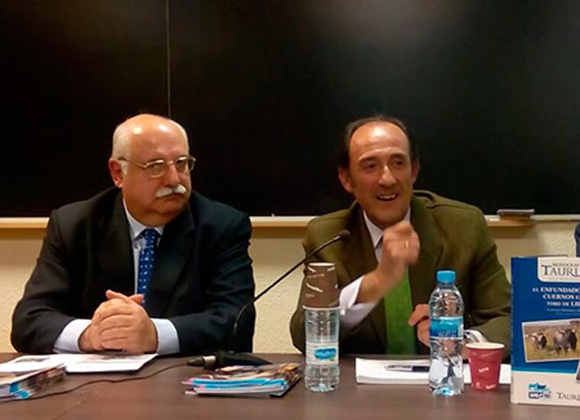 Francisco Salamanca en el acto de presentación del libro.
