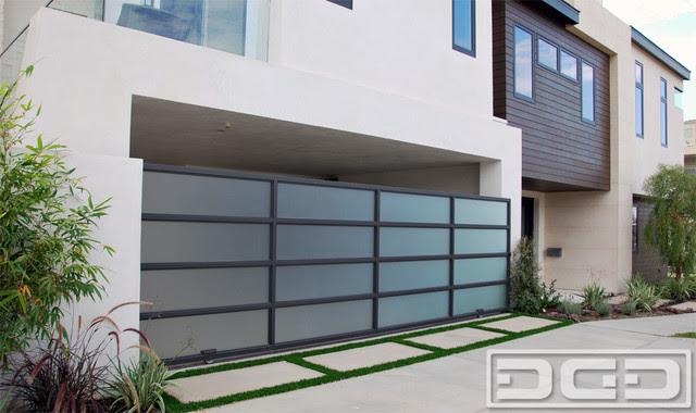 Modern Design Rolling Gate in a Metal Steel Frame & Designer ...