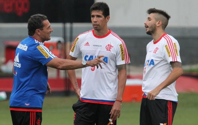 Treino Flamengo - Luxemburgo conversa jogadores (Foto: Gilvan de Souza/Flamengo)