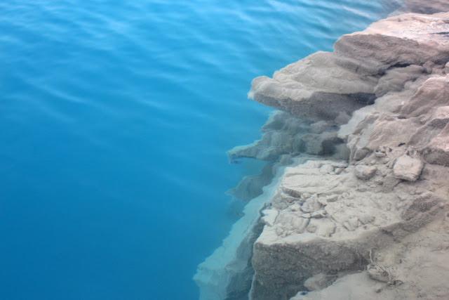 """Hồ nước """"lạ"""" được ví như """"tuyệt tình cốc"""" ở Hải Phòng - 13"""