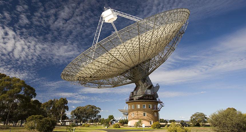 sursaut radio rapide double, radio rapide double salve détectée, la radio rapide jumeau novembre éclater 2015, signaux extragalactiques plus mystérieux détectés, des signaux plus mystérieux extragalactiques détectés à Parkes télescope en Australie, cinq autres sursauts radio rapides ont été détectés au radiotélescope de Parkes en Australie novembre 2015, un message extraterrestre détecté à Parkes en novembre 2015, mystérieux étranger salve détectée à Parkes à révéler l'origine mystérieuse de sursaut radio rapide, cinq autres signaux extragalactiques mystérieuses détectés comprenant le premier sursaut radio rapide jamais double ont été détectés au radiotélescope de Parkes en Australie