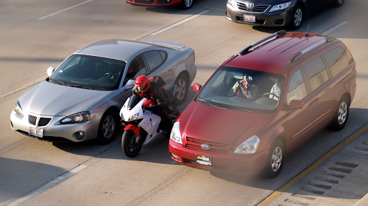 California becomes first state to legalize motorcycle lane splitting | Motor1.com