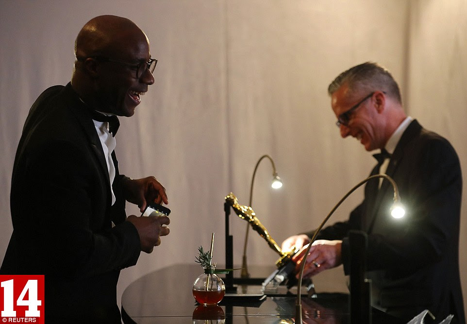 When Jenkins finally receives his Oscar, the director has the trophy engraved backstage, a tradition that follows each presentation
