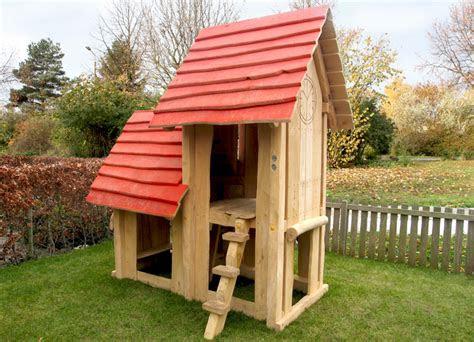spielhaus rathaus aus robinienholz ziegler spielplaetze