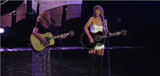 #FriendsAgain - Taylor Swift Joins Phoebe Buffay In Singing ' Smelly Cat '