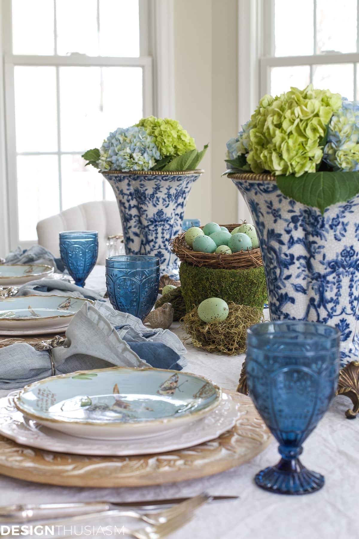 Elegant Easter table decorations for a holiday brunch | designthusiasm.com