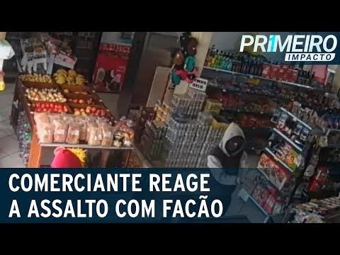 Vídeo: Comerciante reage com facão durante assalto e é baleado
