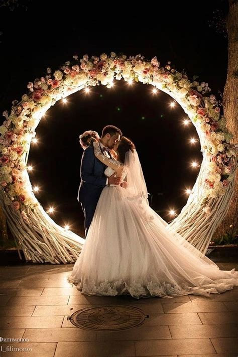 100  Must Have Wedding Photos (Ideas Gallery & Tips