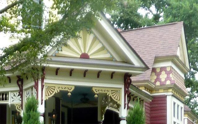 P1030499-2010-08-20-Howard-Kirkwood-House-Gingerbread-Detail
