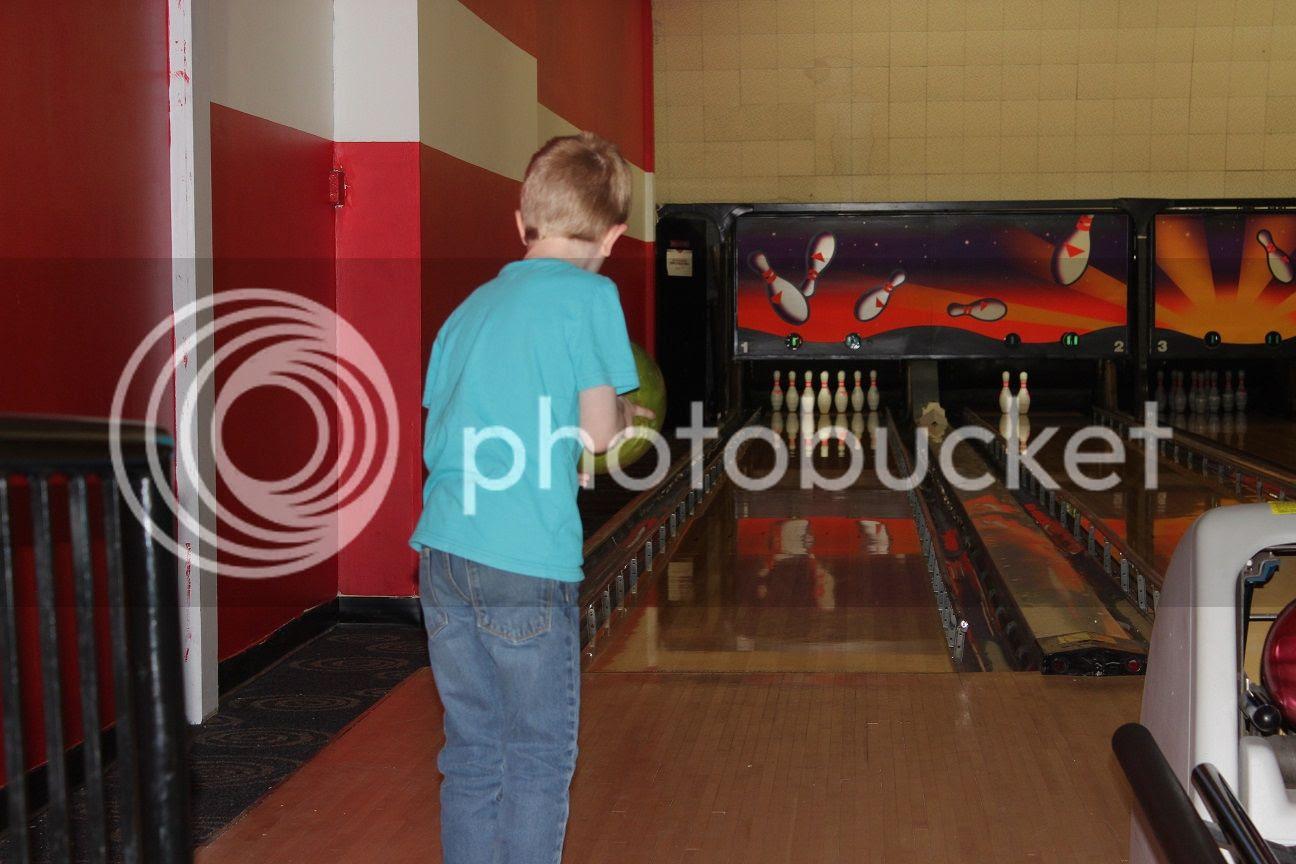 photo bowling19_zpszfr13tsw.jpg