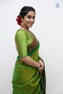 Regina Cassandra Photos - 10 of 37