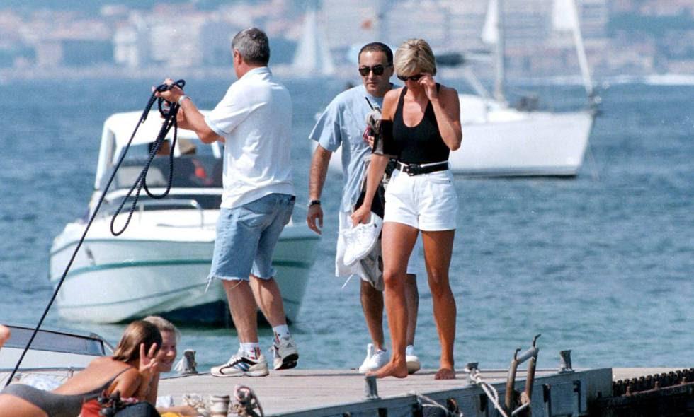 Lady Di y su novio, Dodi Al-Fayed, de vacaciones en Saint Tropez en el verano de 1997.