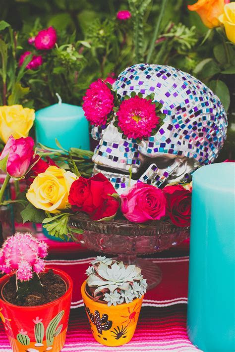 MAKE THIS MOSAIC SKULL CENTREPIECE FOR DIA DE LOS MUERTOS