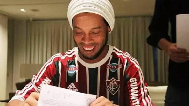 Ronaldinho Assina Contrato Fluminense 11/07/2015