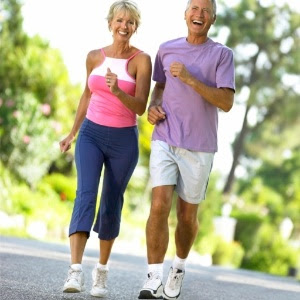 O treino dividido em três sessões de dez minutos ao longo do dia funciona melhor para reduzir a pressão que uma caminhada única de meia hora
