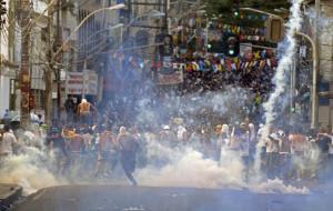 Polícia usou bombas de gás em protesto em Salvador  Crédito: Juan Barreto / AFP / CP