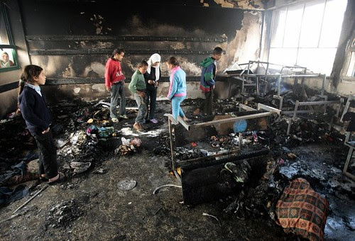 Fw: Its a school in Gaza. (white phosphorus!)