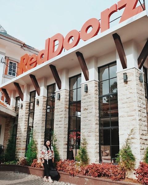 Review RedDoorz Premium @ Raya Nginden, Surabaya