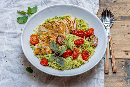 Easy Chicken Pesto Pasta With Tomatoes - Recipe Video | Blondelish