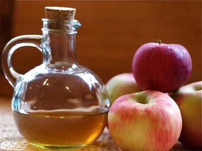 Aprenda a usar o vinagre de maçã para cuidar dos cabelos danificados