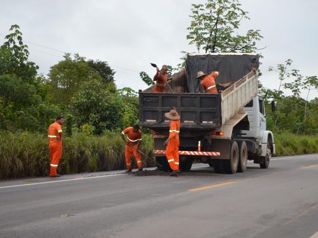 Cacoal tapa buracos (Foto: Rogério Aderbal/G1)