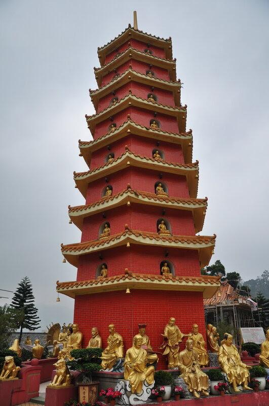 Монастырь Десяти тысяч Будд. Гонконг