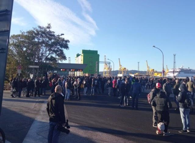 Green pass, proteste e blocchi nei porti di Genova e Trieste
