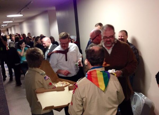 Twitter / BjaminWood: Scouts handing out pizza to ...