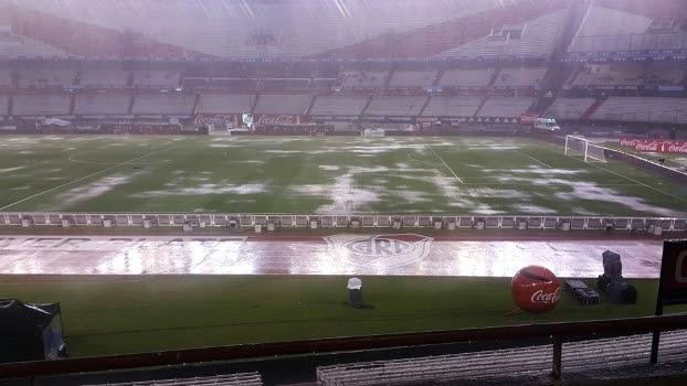 Campo virou 'piscina' com a forte chuva que caiu em Buenos Aires