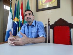 Historiador caruaruense Walmiré Dimeron (Foto: André Luiz Melo/ G1)