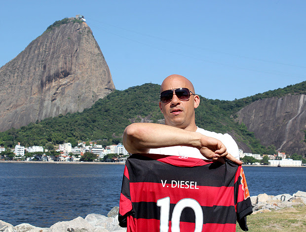 Vin Disel camisa Flamengo (Foto: Rafael França / Fla Imagem)