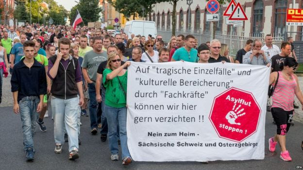 Protesters opposed to asylum centre march in Heidenau (21 August 2015)