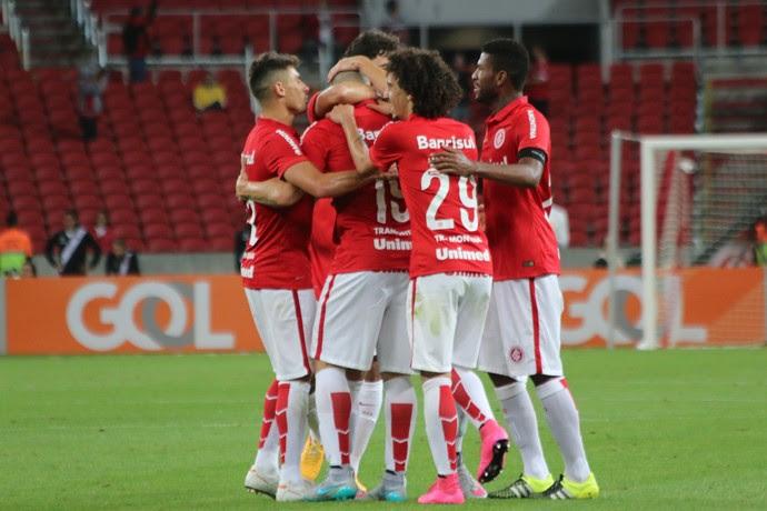 Nilton marca contra o Vasco (Foto: Diego Guichard)