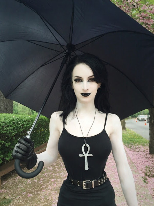 Awesome Cosplay Of The Day: DEATH (SANDMAN)